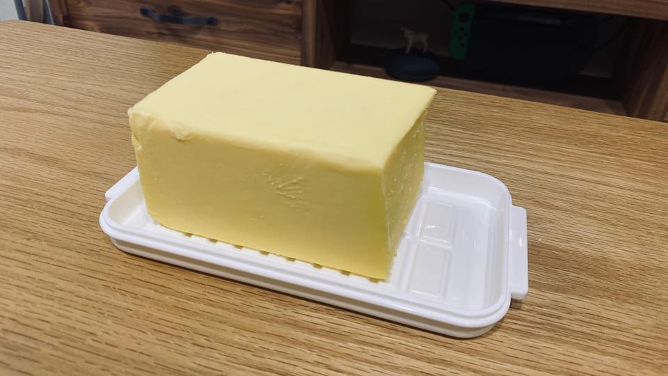 スケーターのバターケースとバターの写真